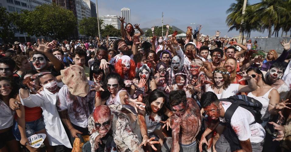 2nov2014-fantasias-maquiagens-e-muito-terror-deram-o-tom-da-orla-de-copacabana-zona-sul-do-rio-de-janeiro-neste-dia-de-finados-com-a-oitava-edicao-do-zombie-walk-1414958475718_